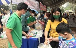Hỗ trợ hàng trăm phần quà cho công nhân đón Tết
