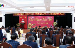 Thủ tướng chúc Tết cán bộ lão thành ở miền Trung