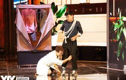 Gala cười 2021: Đỗ Duy Nam và Trung 'ruồi' thay phiên... quỳ gối van xin lẫn nhau