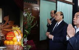 Thủ tướng dâng hương Chủ tịch Hồ Chí Minh tại Nhà 67