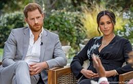 """Cuộc phỏng vấn """"bom tấn"""" của vợ chồng Harry - Meghan gây chấn động như thế nào?"""