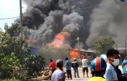 Cháy ba nhà dân ở thành phố Thủ Đức