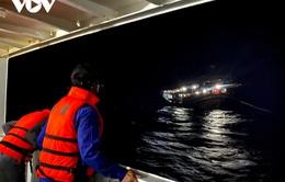 Đưa 40 ngư dân trên tàu cá hỏng máy về bờ an toàn
