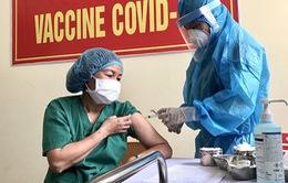 Sáng 15/3, không ca mắc COVID-19 mới, 2 trường hợp phản ứng nặng sau tiêm vaccine được xử trí kịp thời