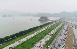 """Bộ Văn hóa ra văn bản nhắc nhở sau vụ """"biển người"""" chen chúc tại chùa Tam Chúc"""