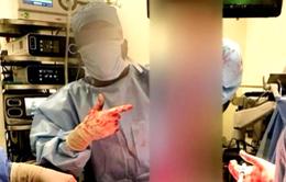 Mỹ: Bác sĩ đăng ảnh nội tạng của bệnh nhân trên mạng xã hội