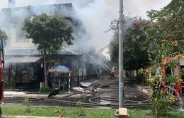 Nhà hàng ở TP Hồ Chí Minh bốc cháy dữ dội