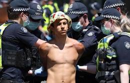 Australia đau đầu với tình trạng người vi phạm phòng dịch không nộp phạt