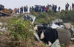 Xe container đâm liên hoàn 4 ô tô trên QL9, 10 người bị thương
