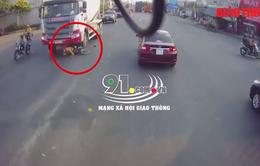 """Sang đường không quan sát, người phụ nữ bị xe bồn """"nuốt gọn"""" trong gầm"""