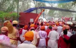 Người dân Ấn Độ đổ xô tham dự lễ hội Holi bất chấp nguy cơ lây lan dịch bệnh