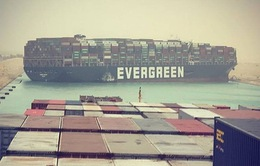 Tàu container chắn ngang gây tắc nghẽn trên kênh đào Suez