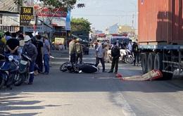 Cô gái trẻ chết thảm dưới bánh xe containner lúc sáng sớm