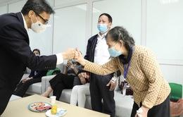 Phó Thủ tướng Vũ Đức Đam thăm, động viên nghiên cứu viên, tình nguyện viên tiêm thử nghiệm vaccine Nano Covax