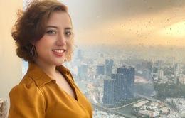 Cô gái trẻ truyền nghề phun xăm thẩm mỹ để giúp phụ nữ tự chủ tài chính