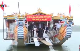 Thả cá tái tạo nguồn lợi thuỷ sản trên sông Hương