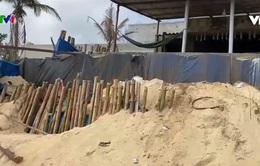 Nhiều hộ dân bất an vì nạn sạt lở bờ biển