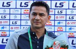 HLV Kiatisuk thừa nhận thắng may mắn trước CLB Nam Định