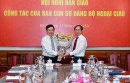 Phó Thủ tướng Phạm Bình Minh chúc mừng tân Bộ trưởng Bộ Ngoại giao Bùi Thanh Sơn