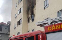 Cháy chung cư 21 tầng, nhiều người tháo chạy