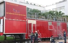 TP Hồ Chí Minh trình diễn phương tiện chữa cháy hiện đại