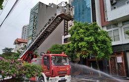 Dập tắt đám cháy ở cơ sở massage 9 tầng, cứu sống 5 người