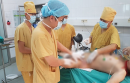 Nhiễm trùng, hoại tử da nặng sau khi tự ý dùng thuốc nam trị bệnh
