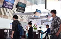 """Bỏ trần giá vé, hãng bay có """"bắt tay"""" đẩy giá?"""