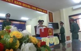Thời tiết xấu, nhiều chiến sĩ Cảnh sát biển phải bơi vào đảo để bầu cử