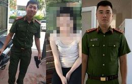 2 chiến sĩ công an lao xuống hồ Tây cứu 1 phụ nữ có dấu hiệu đuối nước