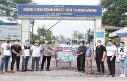 Quỹ phát triển Hoa lan Việt Nam trao thiết bị trị giá 1,2 tỷ đồng cho BV Nhiệt đới TƯ