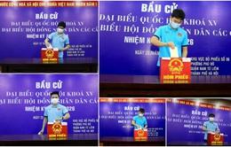 ẢNH: ĐT Việt Nam và ĐT U22 Việt Nam bỏ phiếu bầu ĐBQH khóa XV và đại biểu HĐND các cấp nhiệm kỳ 2021-2026