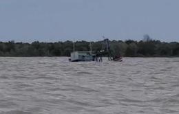 Cứu kịp thời 9 ngư dân bị đắm tàu, trôi dạt trên biển