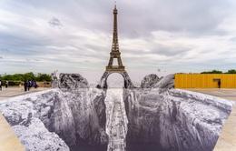 Nghệ thuật sắp đặt 3D chào mừng Tháp Eiffel sắp đón khách trở lại