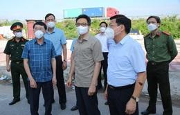 Phó Thủ tướng Vũ Đức Đam kiểm tra một số điểm cách ly, phong toả tại 'tâm dịch' Bắc Giang