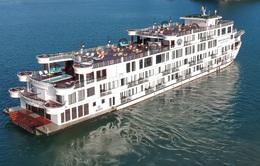 Cách ly du thuyền 5 sao chở 182 người trên vịnh Hạ Long