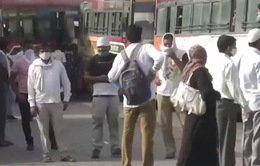 Ấn Độ nới lỏng biện pháp chống dịch, người lao động trở lại New Delhi