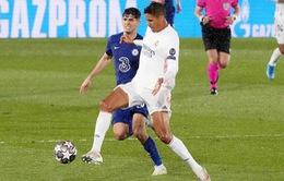 Real Madrid mất thêm trụ cột hàng thủ ở trận lượt về với Chelsea