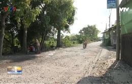 Dân khổ vì đường xuống cấp