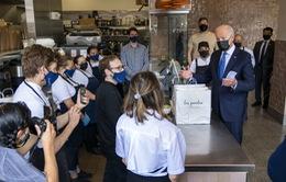 Tổng thống Mỹ Biden bất ngờ thăm nhà hàng ở Washington