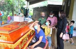 Động viên, chia sẻ với gia đình 4 học sinh tử vong do đuối nước