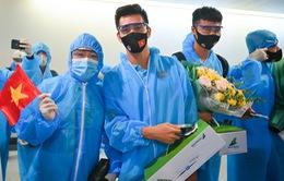Thầy trò HLV Park Hang Seo về tới TP Hồ Chí Minh