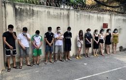 """Bất chấp dịch, quán karaoke ở Hà Nội vẫn cho 42 nam nữ """"bay lắc"""""""