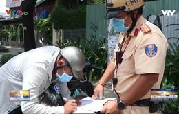 TP.HCM cảnhsát giao thông xử phạt nhiều vi phạm phòng dịch