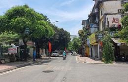 """Đường phố Hà Nội """"vắng như Tết"""" vì nắng nóng gay gắt 40 độ"""