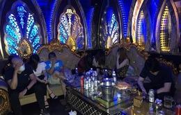 Bất chấp dịch COVID-19, quán karaoke vẫn mở cửa đón khách hát và sử dụng ma túy