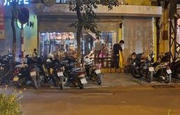 Nhiều hàng quán ở Hà Nội vẫn đông khách sau 21h