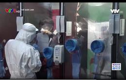 Buồng xét nghiệm COVID-19 giúp nhân viên y tế thoát khỏi đồ bảo hộ