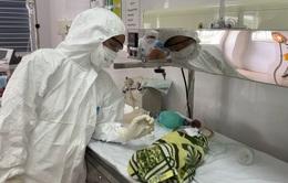 Em bé thứ 4 chào đời từ mẹ mắc COVID-19