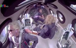 Tỉ phú Richard Branson hoàn thành chuyến bay đầu tiên vào không gian